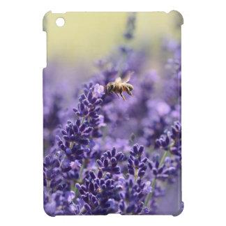 Coque iPad Mini Lavande de ressort avec floral pourpre d'abeilles