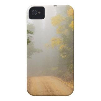 Coque iPhone 4 Croisière dans le brouillard d'automne
