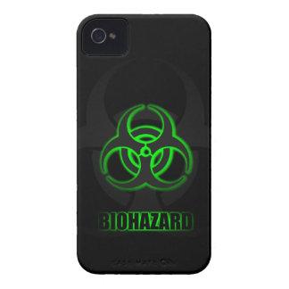 Coque iPhone 4 Symbole vert rougeoyant de Biohazard