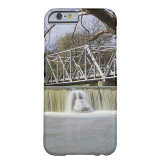 Coque iPhone 6 Barely There Barrage de Finley après la pluie