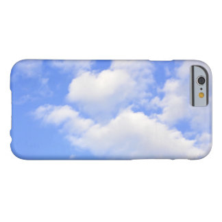 Coque iPhone 6 Barely There Coeur des nuages
