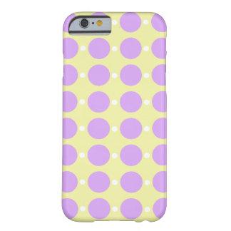 Coque iPhone 6 Barely There Points pourpres en pastel sur le jaune