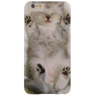 Coque iPhone 6 Plus Barely There Chaton dormant sur un tapis pelucheux blanc, haut