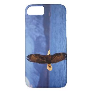 Coque iPhone 7 aigle chauve, leucocephalus de Haliaeetus, en vol