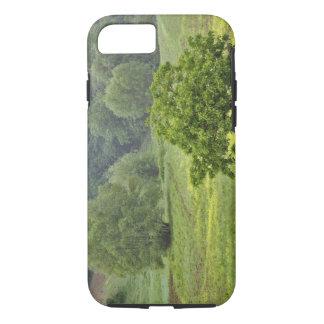 Coque iPhone 7 Arbre simple dans le domaine agricole de ferme,