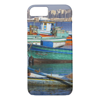 Coque iPhone 7 Bateaux de pêche colorés dans le port de