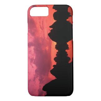 Coque iPhone 7 Belle couleur au coucher du soleil des montagnes