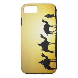 Coque iPhone 7 Chameaux et conducteur de chameau silhouetté au
