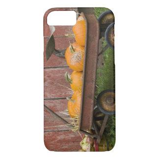 Coque iPhone 7 Citrouilles dans le vieux chariot