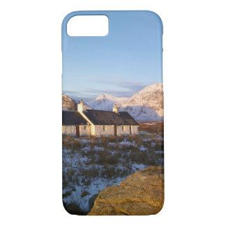 Coque iPhone 7 Cottage de Blackrock, Glencoe, montagnes, Ecosse