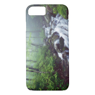 Coque iPhone 7 Crique de crique de Linn cascadant par brumeux