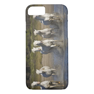 Coque iPhone 7 La France, Camargue. Chevaux courus par l'estuaire