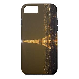 Coque iPhone 7 La France, Paris. Vue de nuit de Tour Eiffel