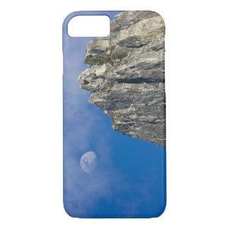Coque iPhone 7 La lune se lève et brille par les nuages