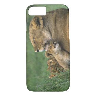 Coque iPhone 7 La Tanzanie, cratère de Ngorongoro. Mère africaine