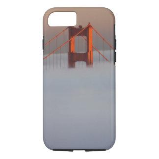 Coque iPhone 7 Le brouillard roule par San Francisco Bay couvrant