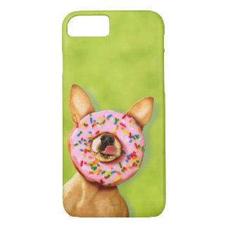 Coque iPhone 7 Le chien drôle de chiwawa avec arrosent le beignet