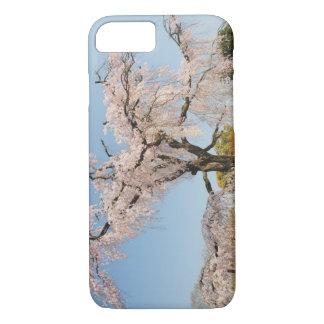 Coque iPhone 7 Le Japon, Kyoto. Cerisier pleurant sous le ciel
