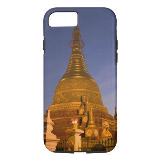 Coque iPhone 7 Le temple de bidon de Shwe Myin, crépuscule, font