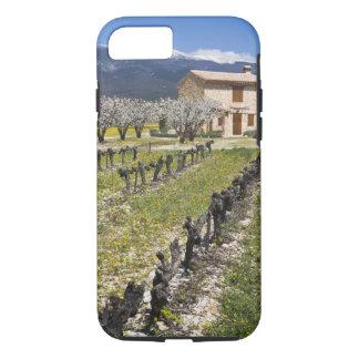 Coque iPhone 7 Le vignoble dormant, fruit fleurit, la maison en