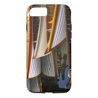 Coque iPhone 7 Les bateaux colorés lumineux au bateau en bois