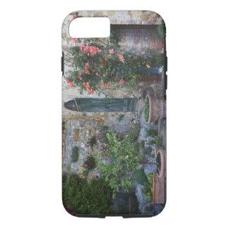 Coque iPhone 7 L'Italie, Petroio. Les plantes mis en pot décorent