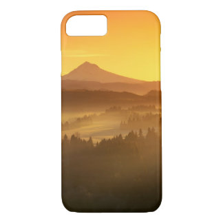 Coque iPhone 7 L'orange de lever de soleil colore le brouillard
