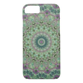 Coque iPhone 7 Mandala vert clair et pourpre assez floral