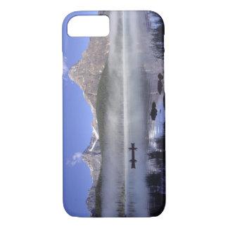 Coque iPhone 7 Pêcheurs dans le canoë sur des oiseaux aquatiques