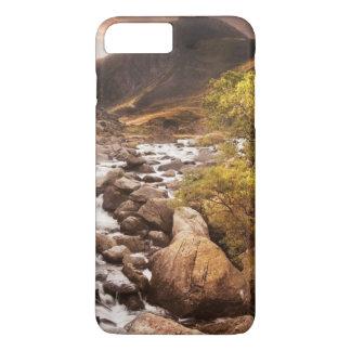 Coque iPhone 7 Plus Cascade en montagnes avec dramatique déprimé