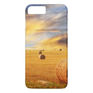 Coque iPhone 7 Plus Coucher du soleil d'or au-dessus de champ de ferme