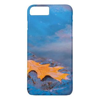 Coque iPhone 7 Plus Feuille de chêne sur la roche en rivière de