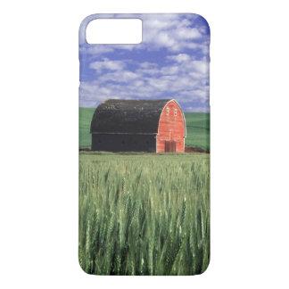 Coque iPhone 7 Plus Grange rouge dans le domaine de blé et d'orge en