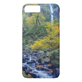 Coque iPhone 7 Plus La couleur d'automne le long de la crique de