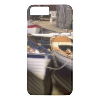 Coque iPhone 7 Plus Le brouillard entoure quatre bateaux accouplés
