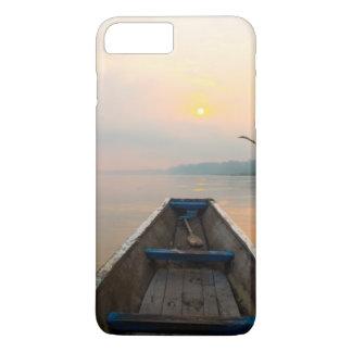 Coque iPhone 7 Plus Matin outre du lac avec le bateau