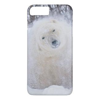 Coque iPhone 7 Plus Ours blanc secouant la neige sur la toundra