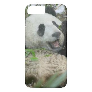 Coque iPhone 7 Plus Panda mangeant le bambou sur la neige, Wolong,