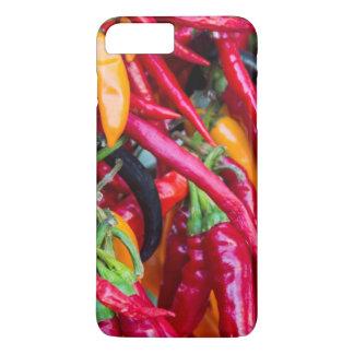 Coque iPhone 7 Plus Poivrons de piment fort au marché d'agriculteurs à