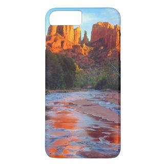 Coque iPhone 7 Plus Roche de cathédrale se reflétant dans la crique de