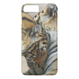 Coque iPhone 7 Plus Tigre et jeunes de Bengale royaux ceux - touchant