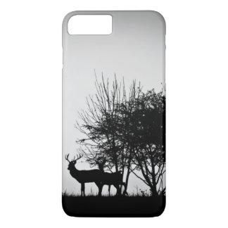 Coque iPhone 7 Plus Une image de quelques cerfs communs dans la brume