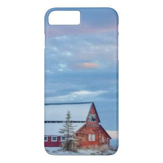 Coque iPhone 7 Plus Vieille grange rouge en bois dans la vallée