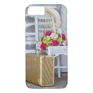 Coque iPhone 7 rétro panier de valise et de fleur