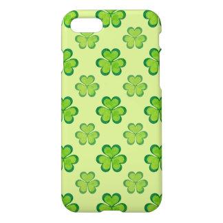 Coque iPhone 7 Trèfles chanceux de shamrocks de vert du jour de