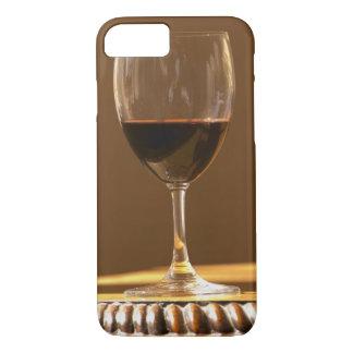 Coque iPhone 7 Un verre de château rouge Belgrave au soleil -