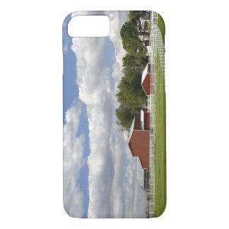 Coque iPhone 7 Une grange et une ferme rouges chez Pamona, le