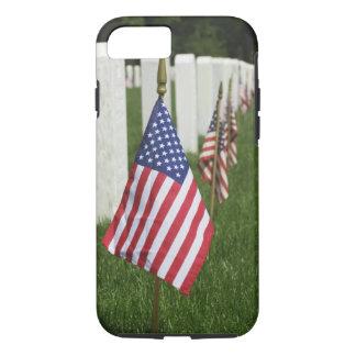 Coque iPhone 8/7 Drapeaux américains sur des tombes des vétérans