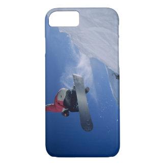 Coque iPhone 8/7 Faisant du surf des neiges à la station de
