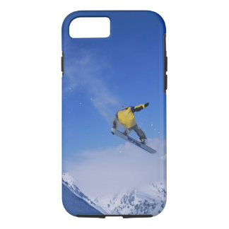 Coque iPhone 8/7 Faisant du surf des neiges dans Gulch grisâtre,